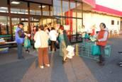 「スーパー店頭でのレジ袋削減運動01」の画像