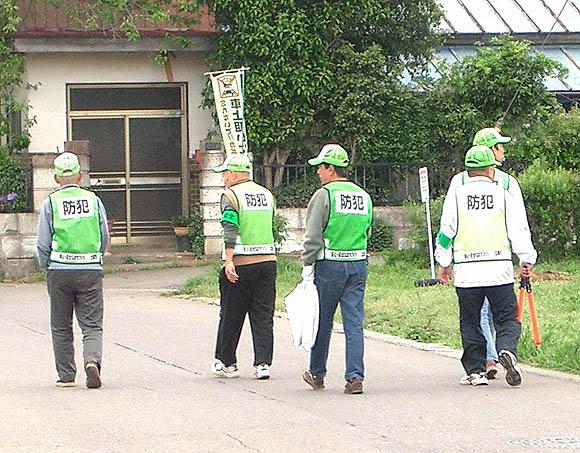 「防犯と合わせて環境美化活動も実施」の画像
