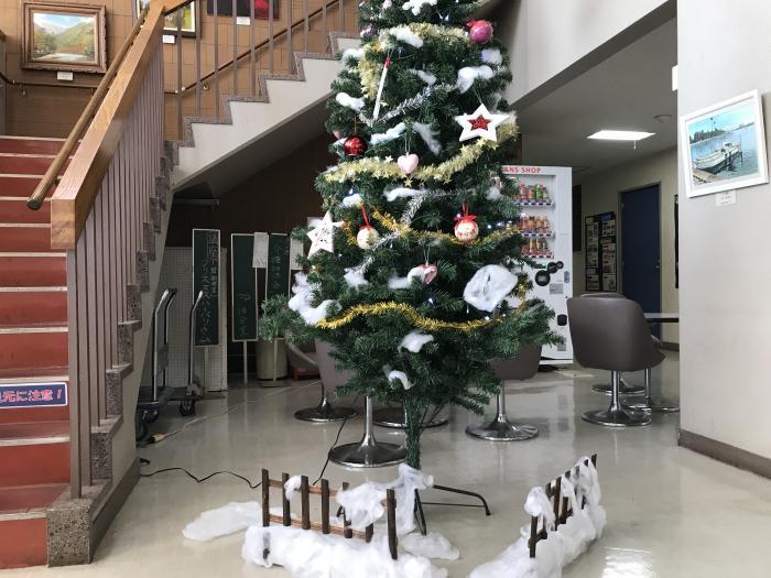 『クリスマスツリーに初雪が!』の画像