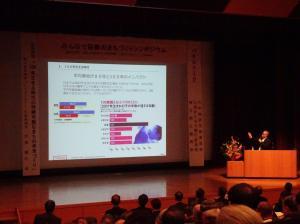 『平成30年度「みんなで協働のまちづくりシンポジウム」基調講演の様子』の画像