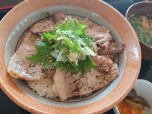 【レストハウス画像】 豚カルビ丼