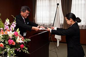 平成22年度 新規採用職員辞令交付式